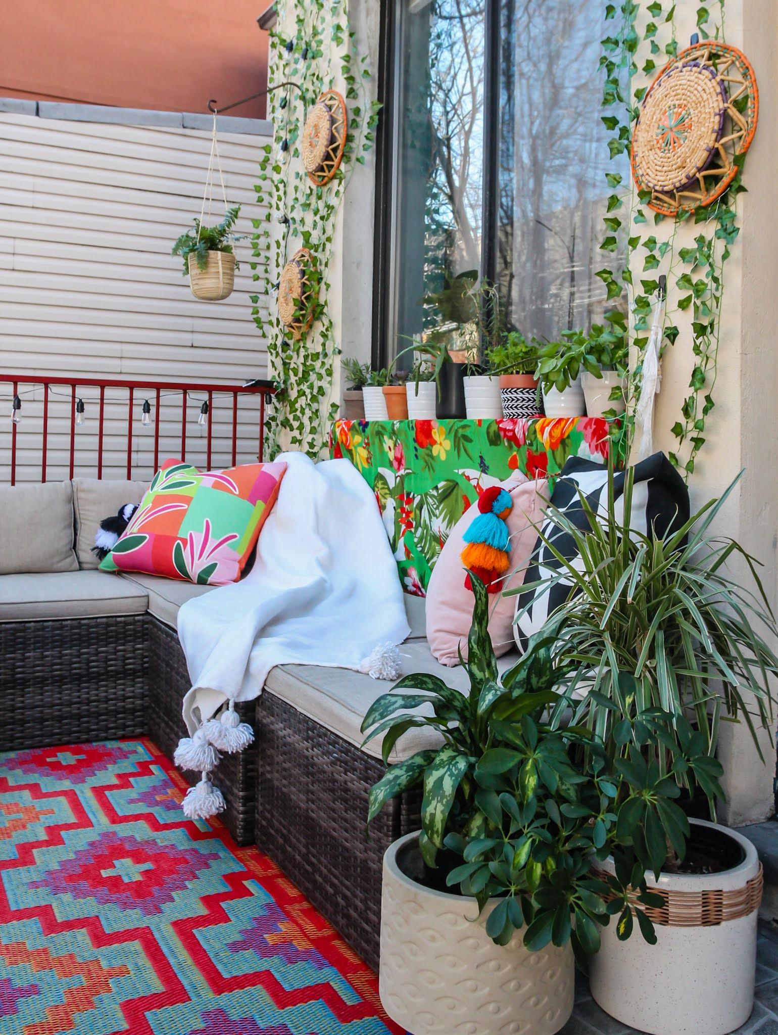 Renter-Friendly Patio Decor,  patio decor, faux ivy wall, command outdoor light clips, patio decor ideas, faux ivy wall diy, small space patio decor, small patio design ideas, easy faux ivy wall with fairy lights