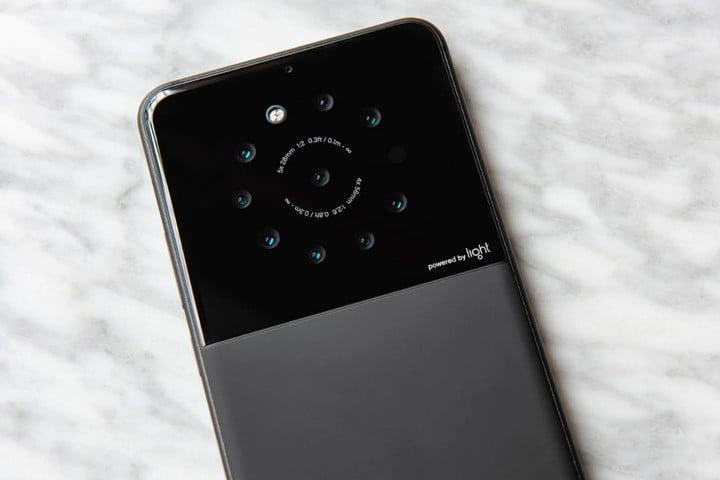 Multi-Lens Camera Firm Light Is Bringing Foldable Smartphone With Nine Lenses