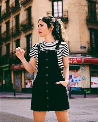 outfit con overol negro de verano