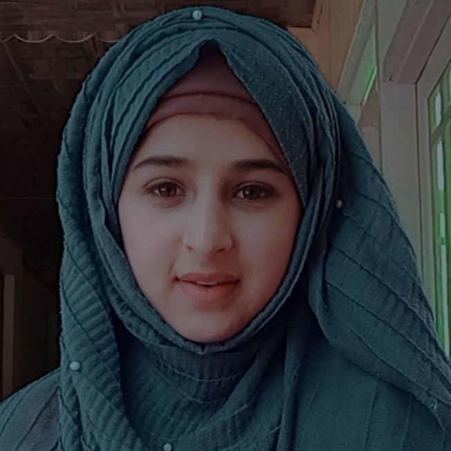 Shiekh Umaira : A girl from Kupwara breaking the barriers with her Videos