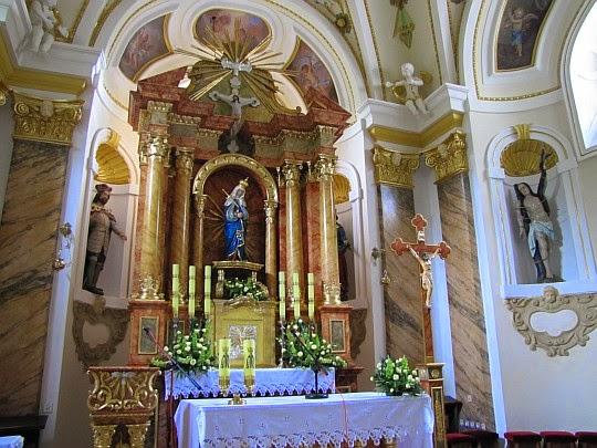 Ołtarz główny w Sanktuarium na Kościelcu.