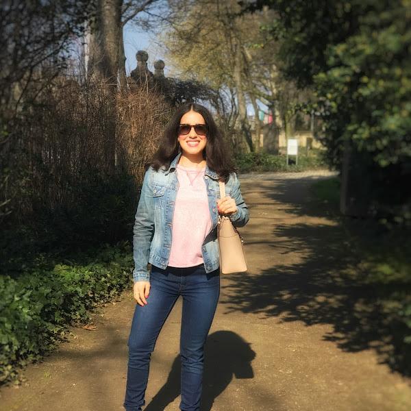 Style: Frühlings Outfit mit pastellfarbenen Oberteil, Denim und Tiggers Schuhe inklusive Rabattcode (Anzeige)
