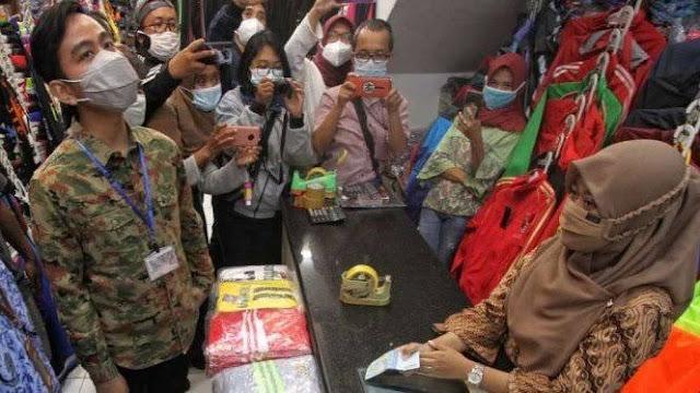 Gibran Kembalikan Uang Pungli ke Pedagang, Iwan Fals: Cocok Nih 2024