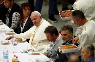 https://vnoticia.com.br/noticia/4133-papa-francisco-almoca-com-moradores-de-rua-no-dia-mundial-dos-pobres