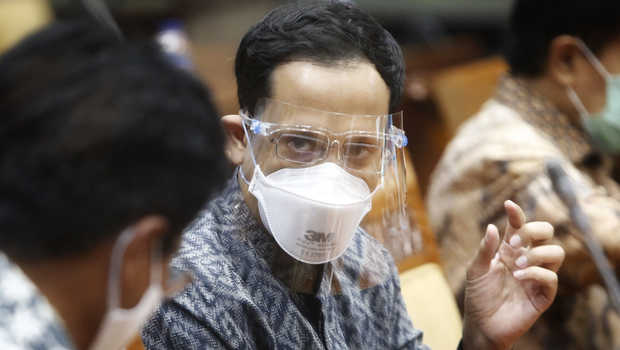 Nadiem Makarim Luruskan Pernyataan Jokowi 25 Persen Siswa, 2 Hari Sepekan dan 2 Jam Pembelajaran