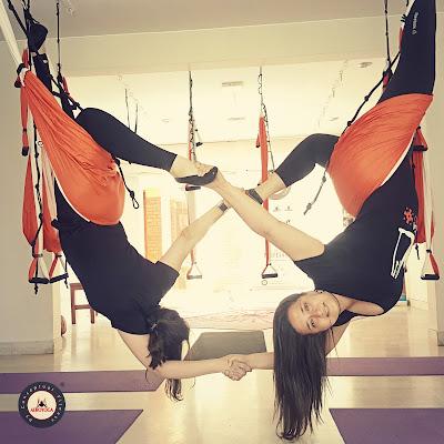 yoga aéreo, yoga, aeroyoga, perú, lima, airyoga, airpilates, fly yoga, fly pilates, cursos, clases, formación yoga aéreo, certificación yoga aéreo, acreditación, instructor, profesor, maestro, Latino América