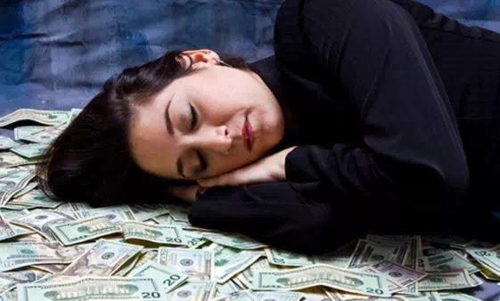Arti Mimpi Dapat Uang Banyak