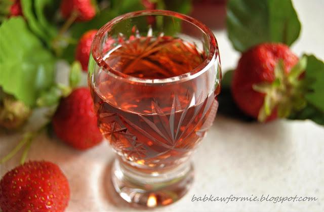 nalewka truskawkowa babkawformie.blogspot.com