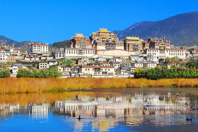Yunnan tourist, China.