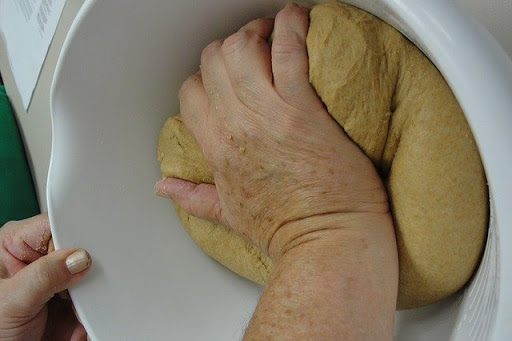 Method-of-kneading-wheat-flour