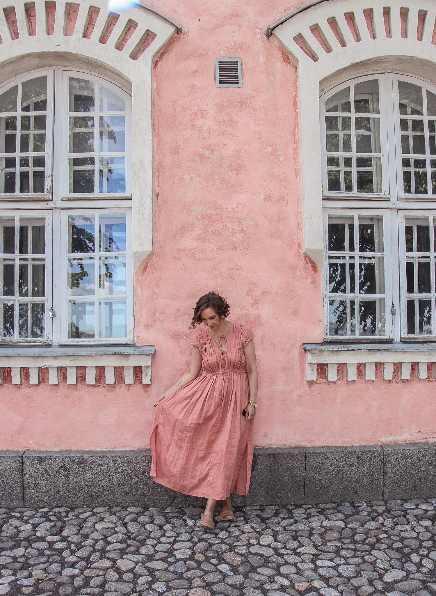 vaaleanpunainen pellavamekko
