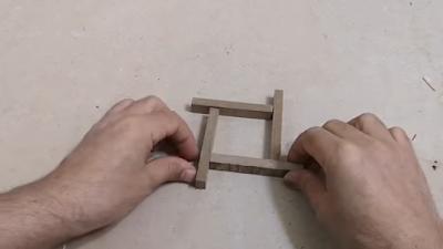 برواز / حاجز من الخشب