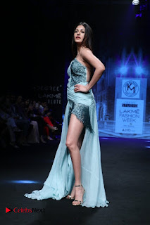 Actress Amyra Dastur Walk On Ramp for Designer Karn Malra at LFW Summer 2017  0010.jpg