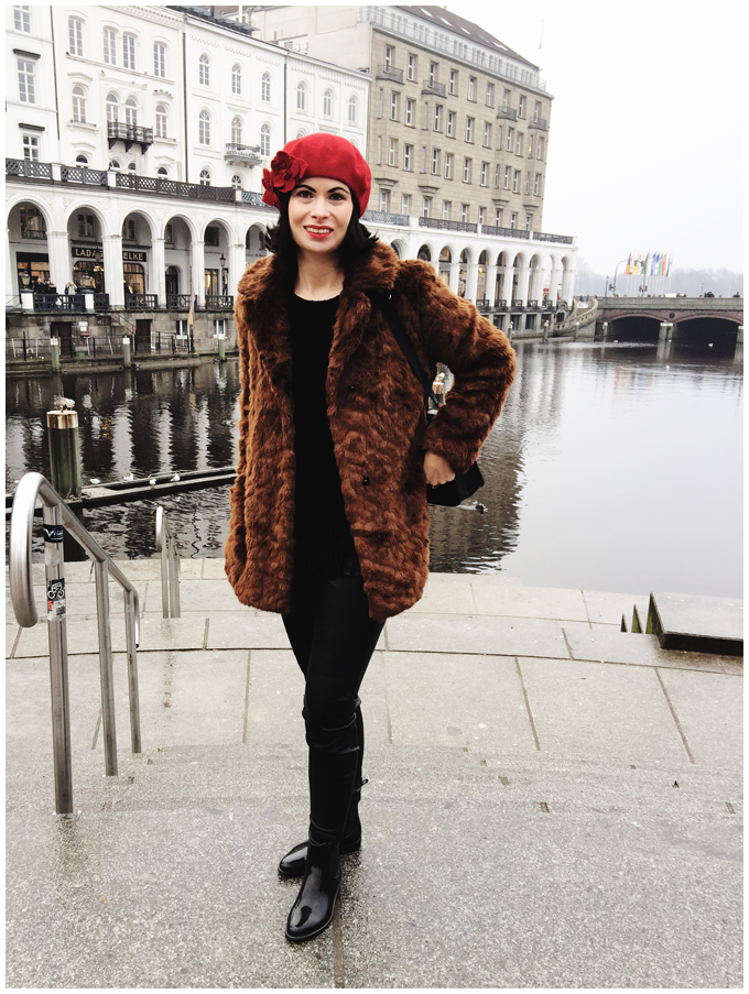 winter outfit | vintage | zara brown fakefur coat, accessorize red beret with flower applications | more details on my blog http://junegold.blogspot.de | life & style diary from hamburg | #outfit #vintage #zara #accessorize #brown #red