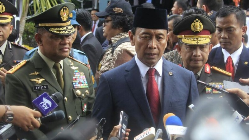 Wiranto bersama Panglima TNI Jenderal Gatot Nurmantyo dan Kapolri Jenderal Pol Tito Karnavian