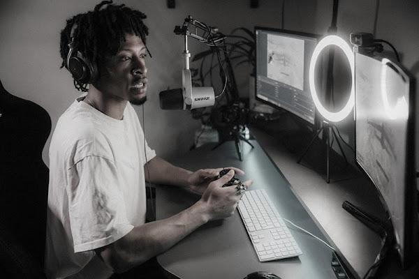 Shure apresenta o seu primeiro microfone híbrido XLR/USB, ideal para podcasts e streaming