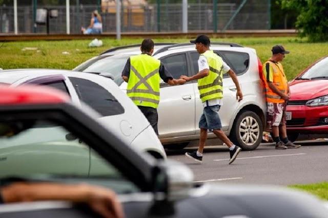 Máfia dos Flanelinhas: Colombenses sofrem com cuidadores de carros no Maracanã