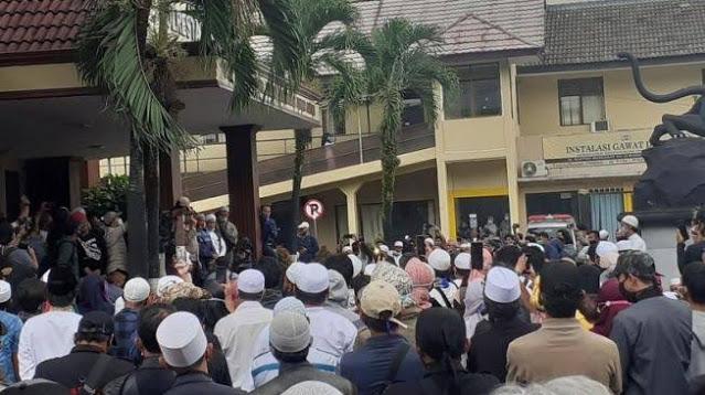 Sehelai Saja Rambut Habib Rizieq Jatuh karena Dizalimi, FPI Bogor Siap Mati