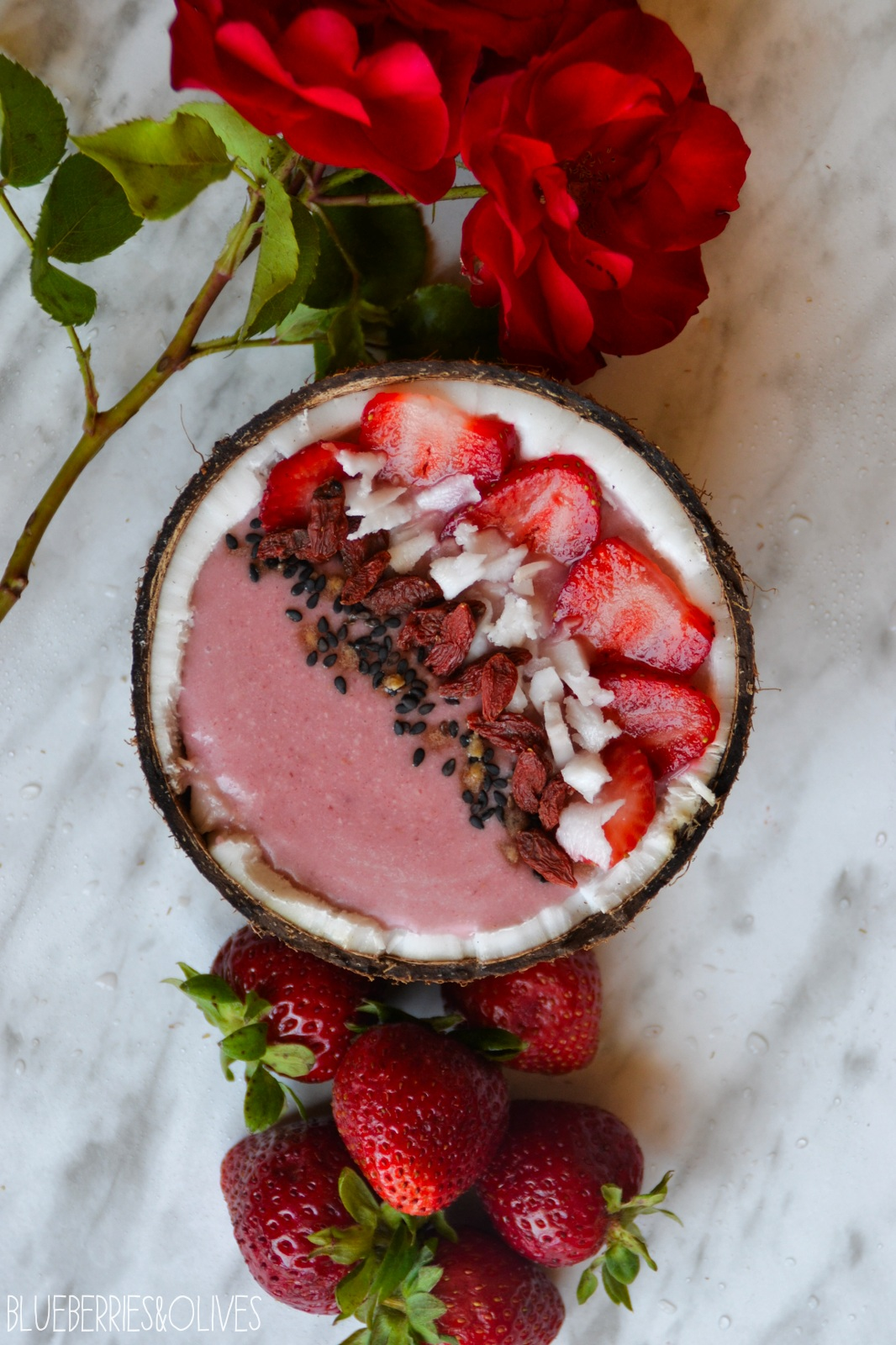 Smoothie bowl de fresas y coco 4
