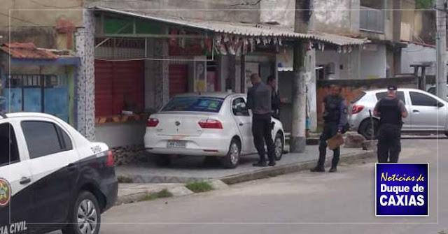 Corpo é encontrado dentro de carro da prefeitura de Duque de Caxias