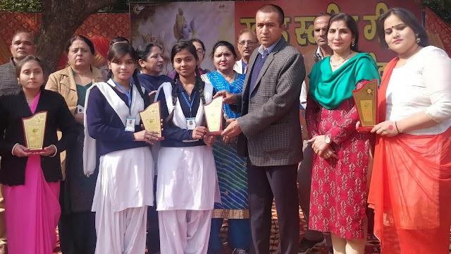 एसडीएम राजेश कुमार ने खंड स्तरीय गीता जयंती महोत्सव में छात्रों को किया सम्मानित