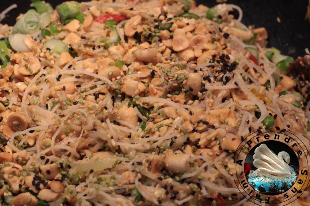 Vermicelles de riz aux œufs et légumes sauce satay