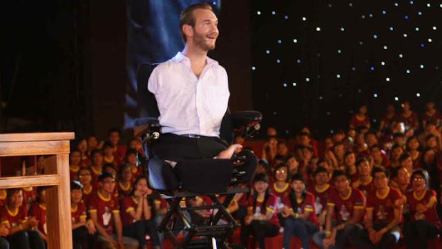 Nick Vujicic motivador sin brazos y sin piernas por el mundo