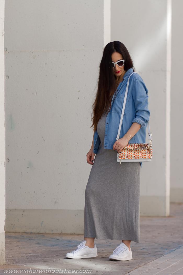 Blogger influencer de moda embarazada con ideas para vestir estilosa y comoda