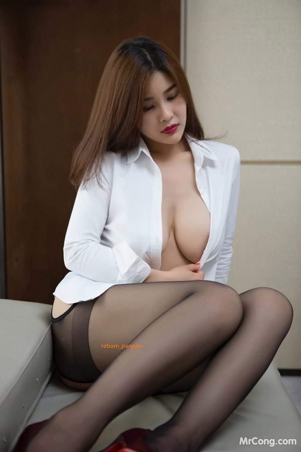 Image Yan-Pan-Pan-Part-4-MrCong.com-038 in post Người đẹp Yan Pan Pan (闫盼盼) hờ hững khoe vòng một trên giường ngủ (40 ảnh)