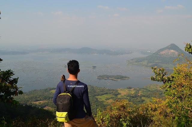 Panorama Waduk Jatiluhur dari jalur pendakian Gunung Lempu | © JelajahSuwanto