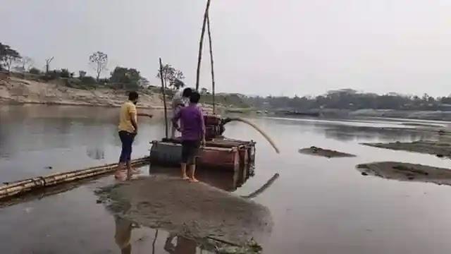 জামালপুরে নদী থেকে অবৈধভাবে বালু উত্তোলনের দায়ে ২ জনকে জরিমানা
