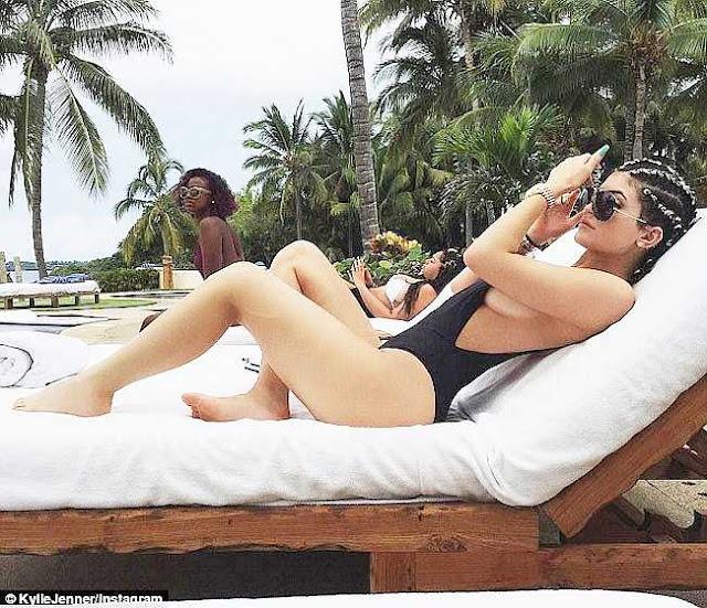 """Em gái Kate Moss, Kim """"siêu vòng 3″ bốc lửa tuổi đôi mươi khiến người người xuýt xoa"""