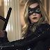 """Katie Cassidy divulga 'carta de despedida' para """"Arrow"""""""