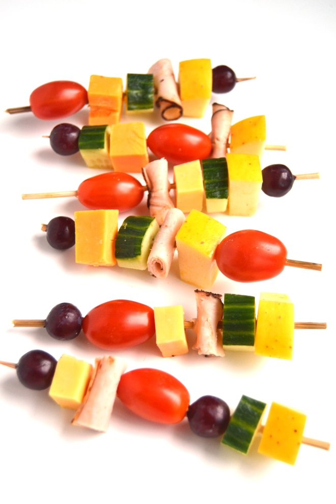 Easy Lunch Kebabs are customizable based on what you have on hand and are sure to be a lunchtime favorite for both kids and adults! Use your favorite fruits, vegetables, lunch meats and cheeses. www.nutritionistreviews.com