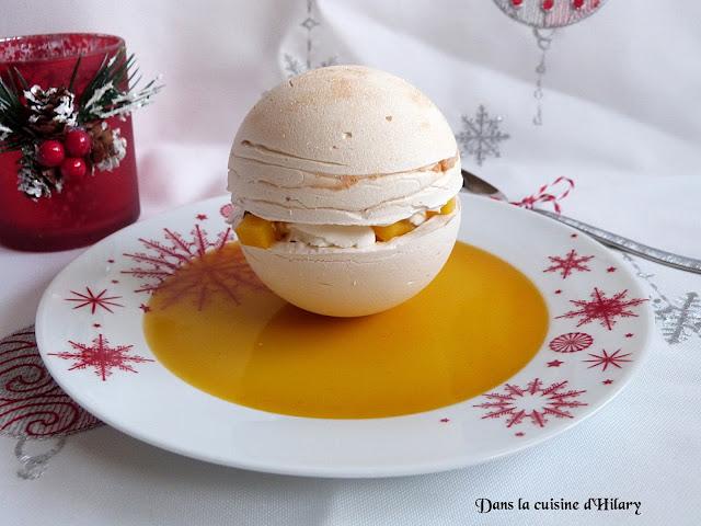 Pavlova sphérique boule de Noël mangue & fruits de la passion et son coulis gélifié