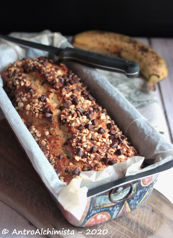 Banana Bread con Nocciole e Gocce di Cioccolato