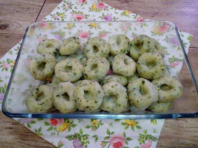 szpinakowe kluski slaskie kluski ze szpinakiem kluski z dziurka kluski slaskie z jajkiem zielone kluseczki kolorowe kluski