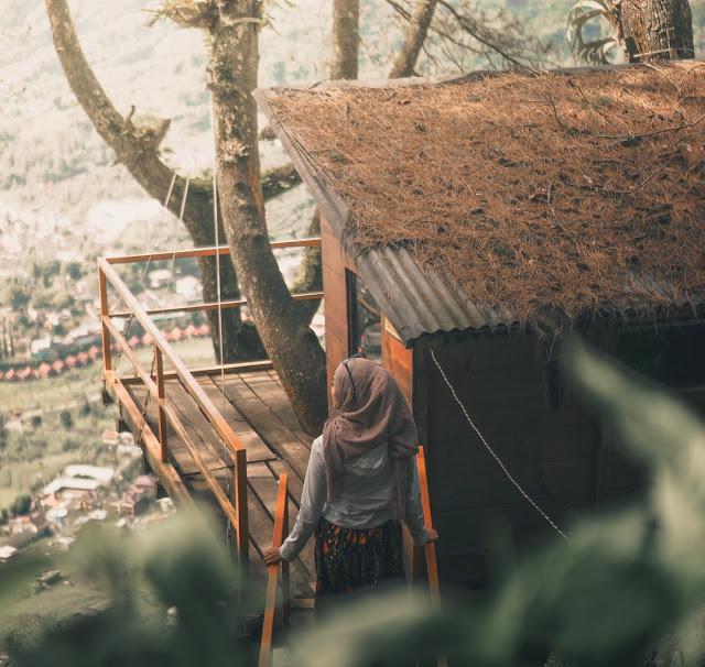 Wisata Batu Paralayang Rumah Pohon