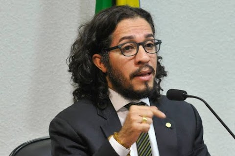 Notícia de que Jean Wyllys foi chamado para ser ministro de Haddad é falsa