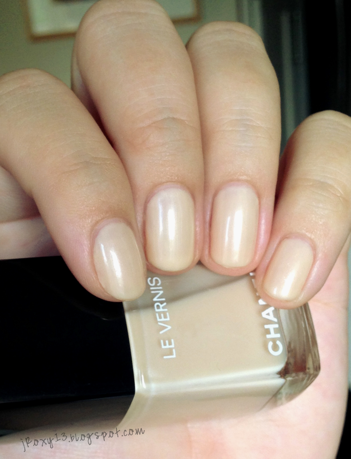 Chanel In 546 Rouge Red 548 Blanc White 556 Beige Beige And Le Top Coat Top Coat Teint 233 In