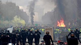 Demo RUU Macron Berlangsung Rusuh, Paris Kembali Mencekam