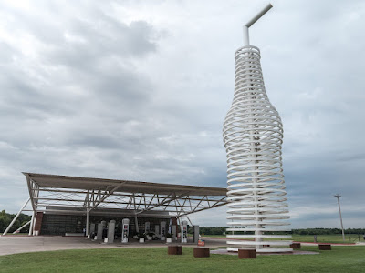 Giant bottle Arcadia Route 66 Oklahoma_by_Laurence Norah-3