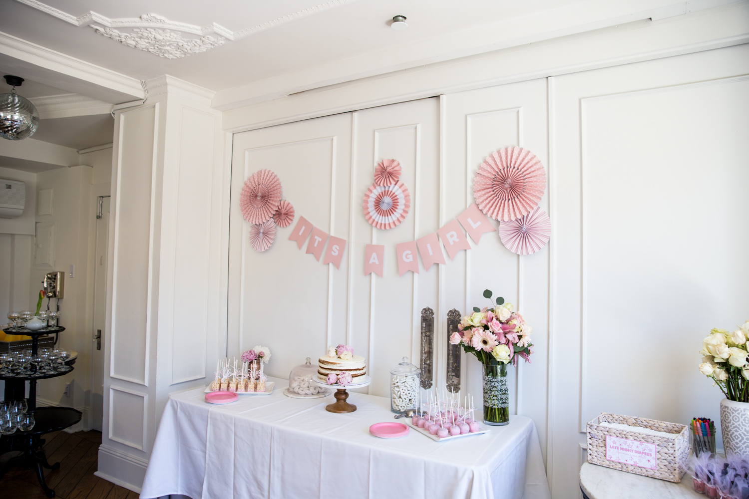 pink and white baby girl sprinkle tablescape