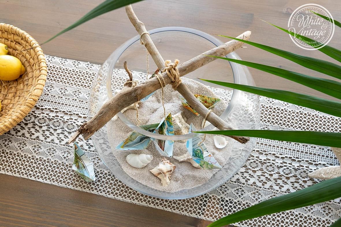 Papierschiffe in der Kugelvase - eine dekorative Sommerdeko