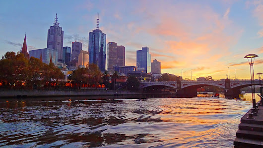 DAWN ON THE YARRA