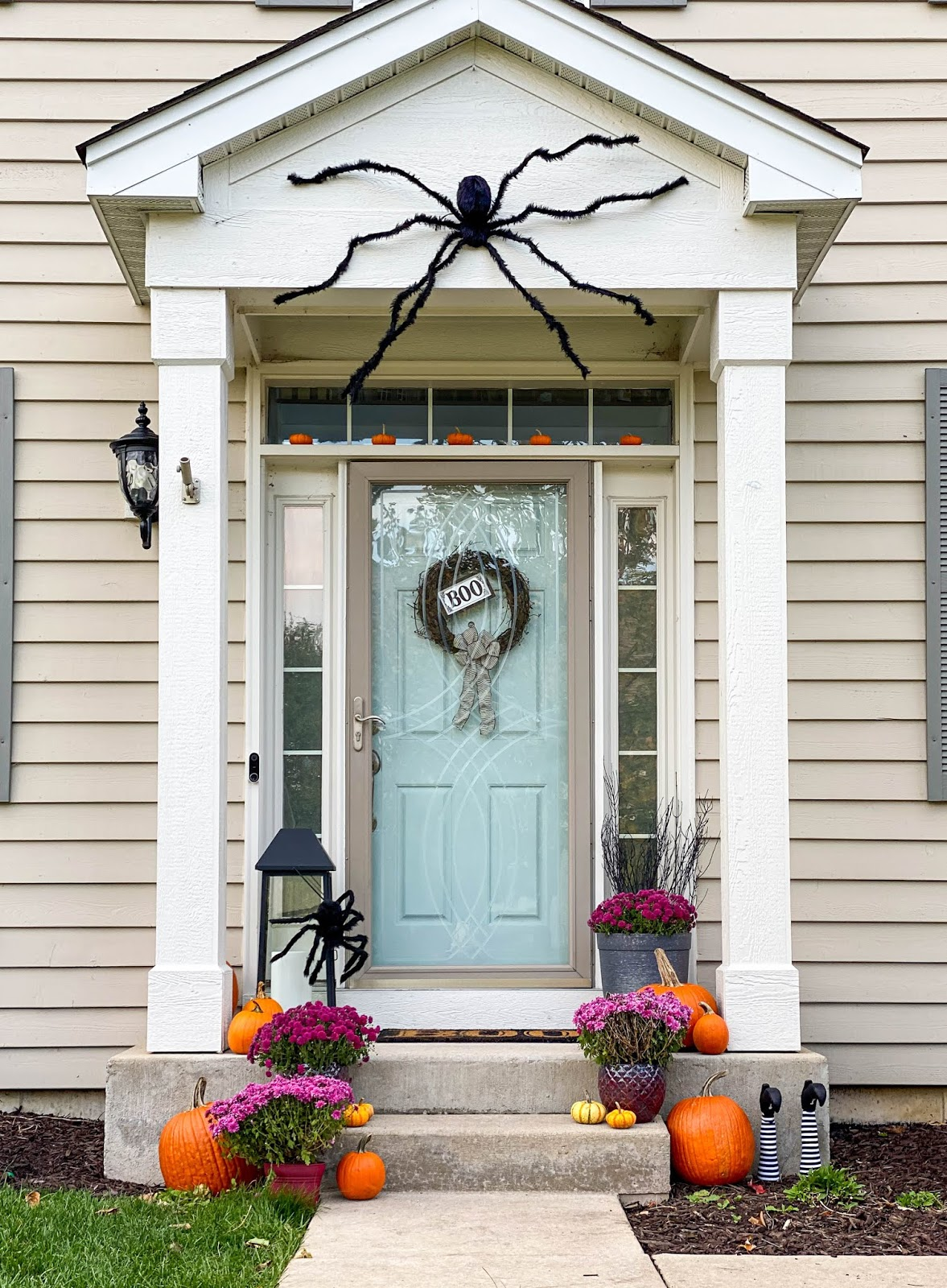 pretty halloween porch decor