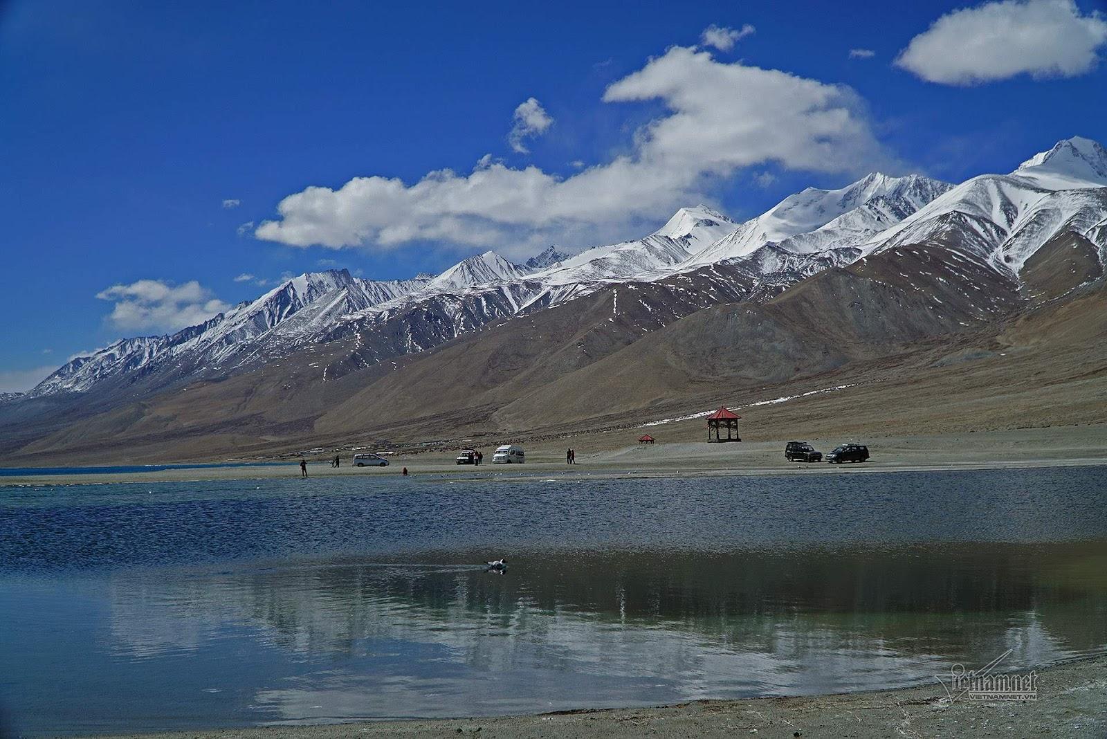 Khám phá vẻ đẹp huyền bí hồ Pangong - Ảnh 13