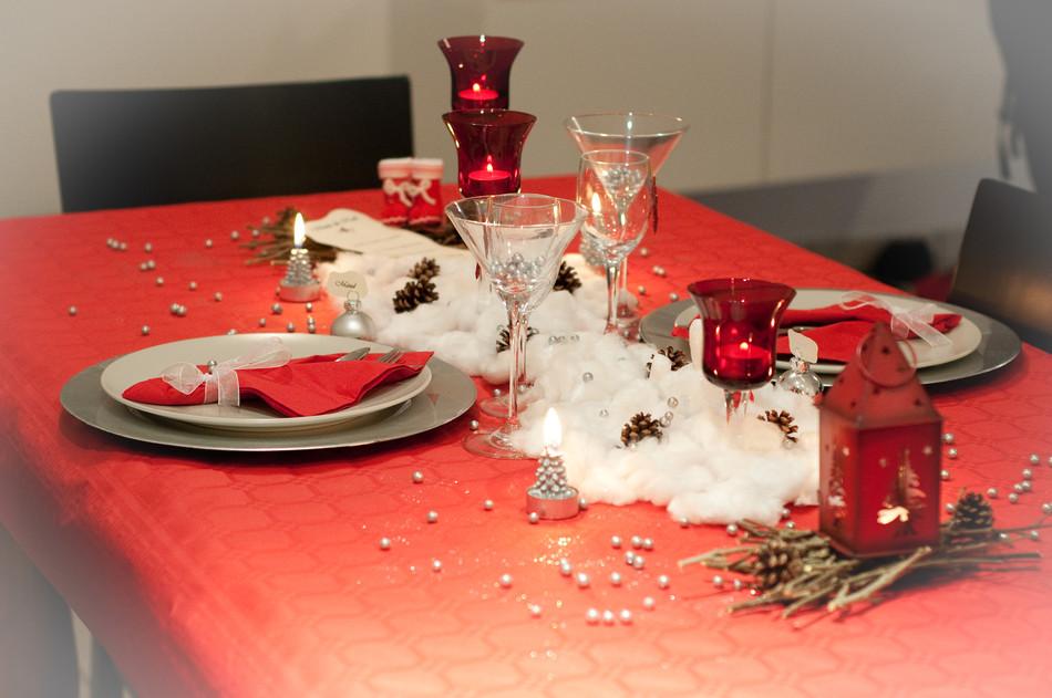 Ma d co passe table table de no l n 2 rouge - Deco table noel argent et blanc ...