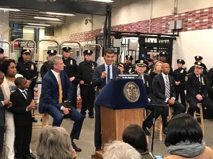 NUEVA YORK: De último minuto.-  Oficiales Policía Refuerzan seguridad en los trenes
