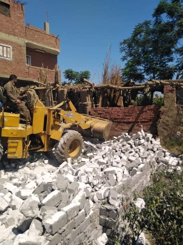 محافظ المنوفية : تنفيذ إزالة فورية لـ (18) حالة تعدى على الأراضى الزراعية خلال أيام عيد الأضحى  وإجراءات رادعة حيال المخالفين